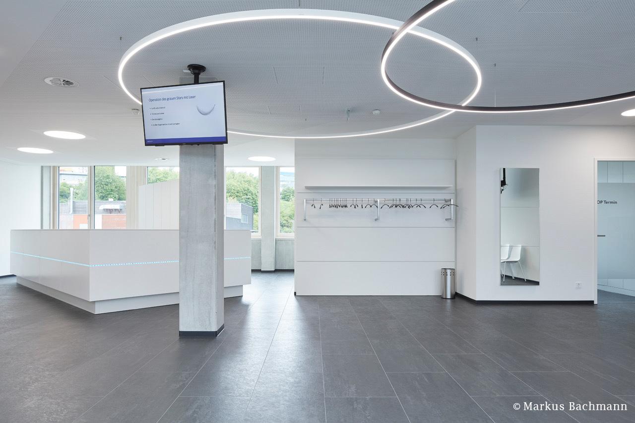 Empfangsbereich Augenarzt mit Kautschuk-Bodenbelag